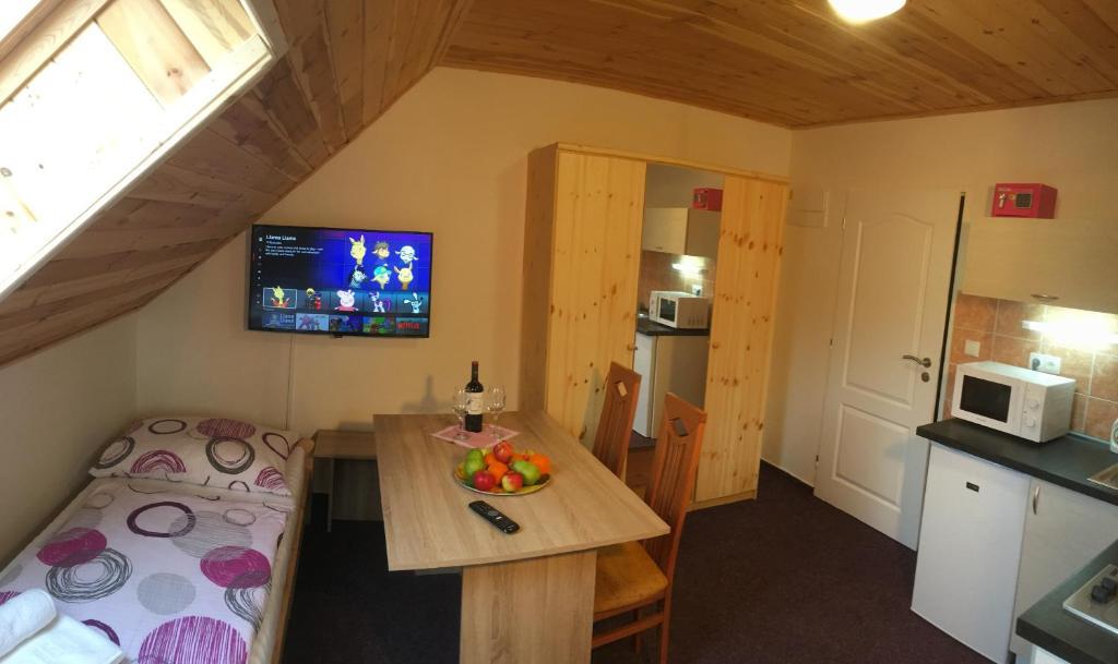 APP 5: 3 Bed Standard Studio