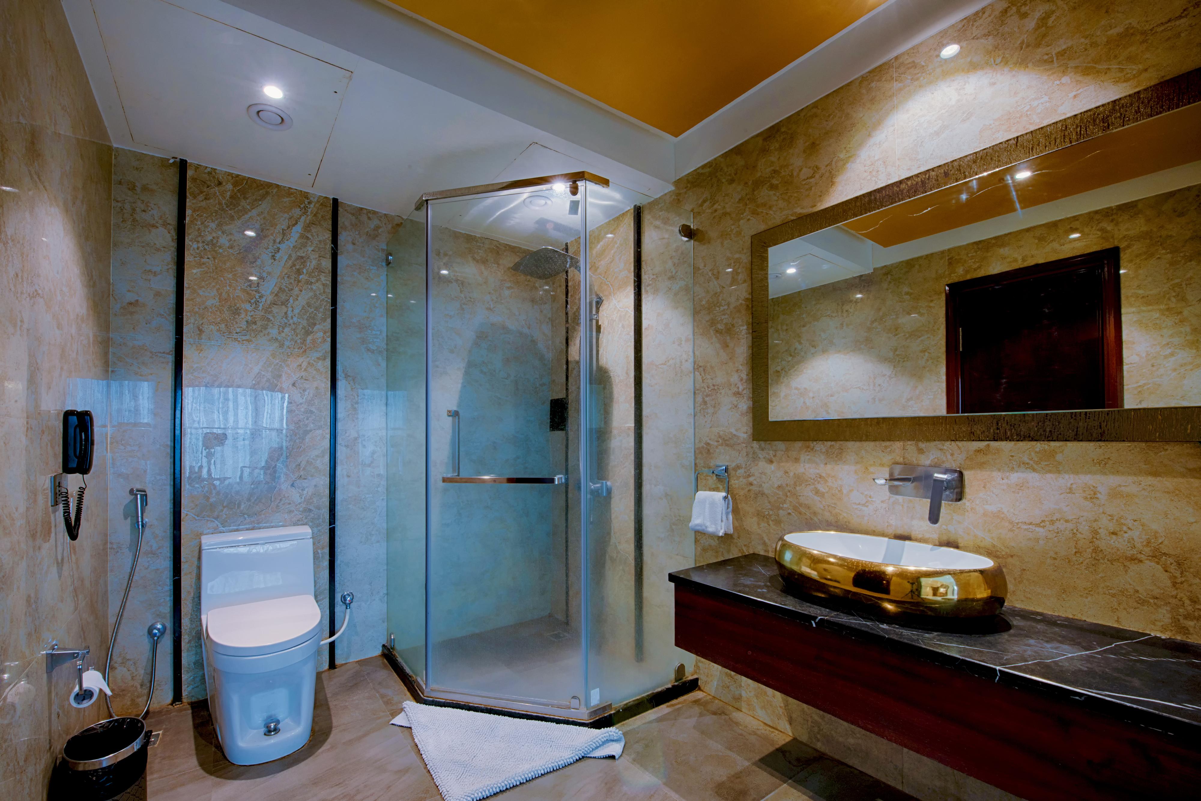 Deluxe Bathroom