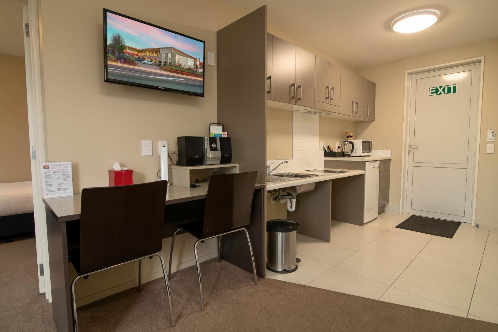 1 Bedroom Accessible Suite (8)